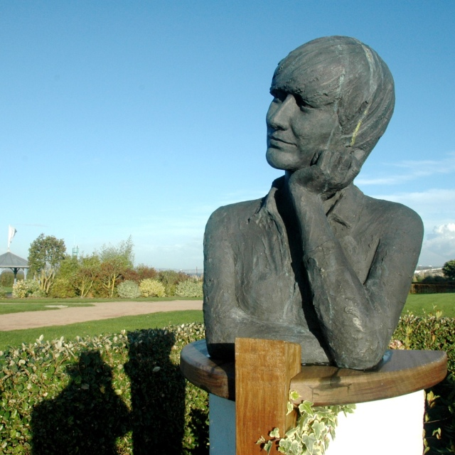 Buste de Françoise SAGAN, Jardin des Personnalités, Honfleur, Normandie, France