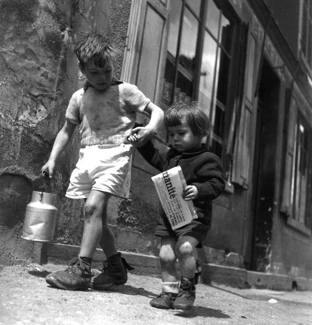 DOISNEAU_Rue_Marcelin_Berthelin_Berthelot__Choisy_le_Roi_mai_1946_