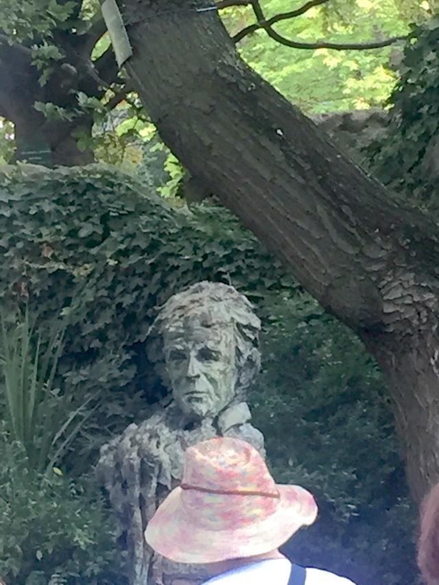 Biste d'Elie Wiesel - Square de la Mairie du 3e arrondissement à Paris